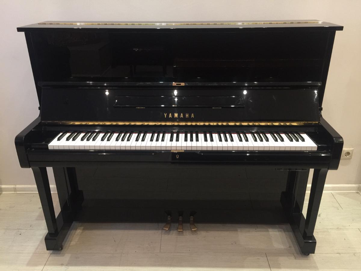 Пианино - сайлент Ямаха  Цена - 300 тыс. рублей
